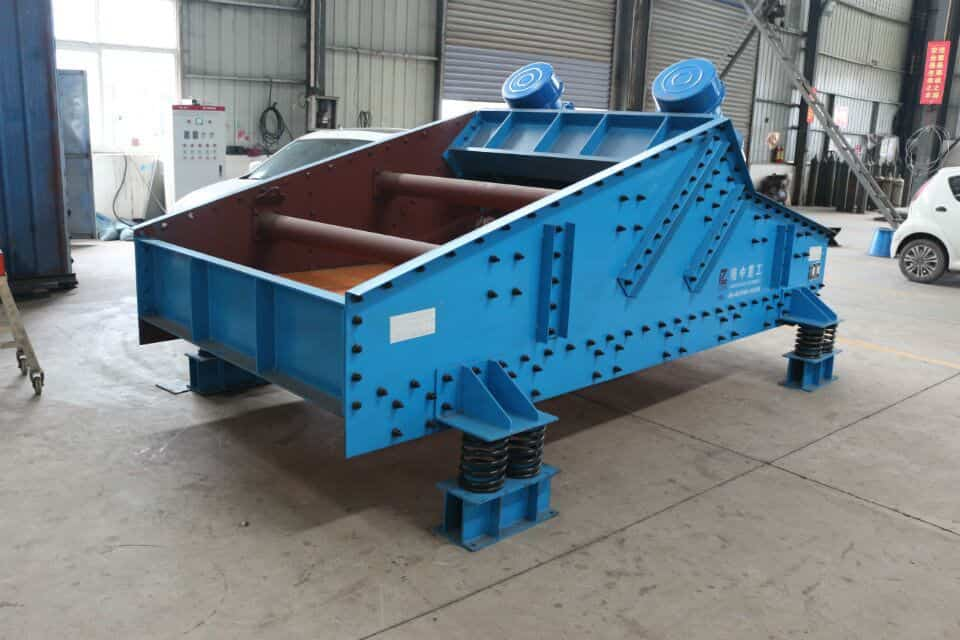 What are the preparations before the dewatering screen is used